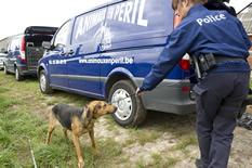 Près de 100 chiens saisis à Chastre chez une comtesse (Belgique) Full-saisie-chastre-001